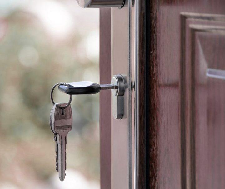 door-800x675